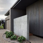 House Under Eaves by MRTN Architects (2)