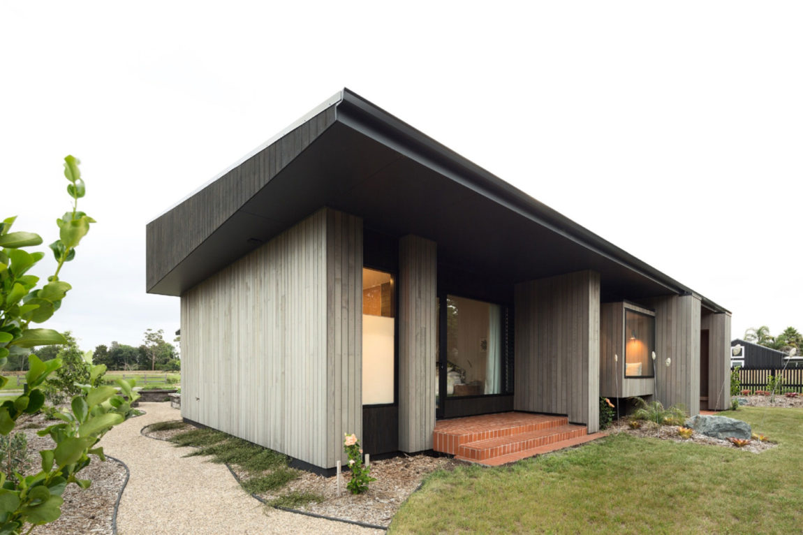 House Under Eaves by MRTN Architects (3)
