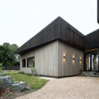 House Under Eaves by MRTN Architects (5)