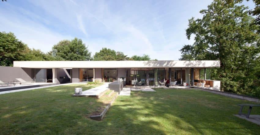 Atelier Didier Dalmas Design a House in Charbonnières-les-Bains