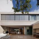 Libertad Street House by Pedro Livni (5)