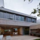 Libertad Street House by Pedro Livni (6)