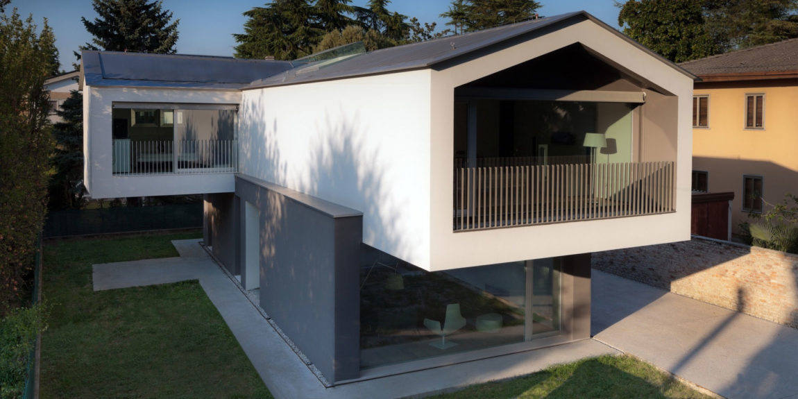 Turned House by MZC Plus (2)