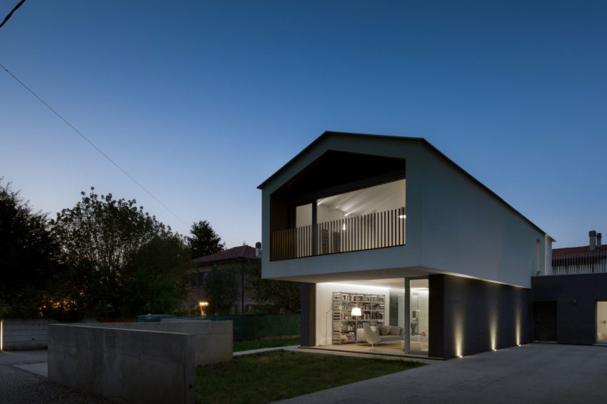 Turned House by MZC Plus (41)