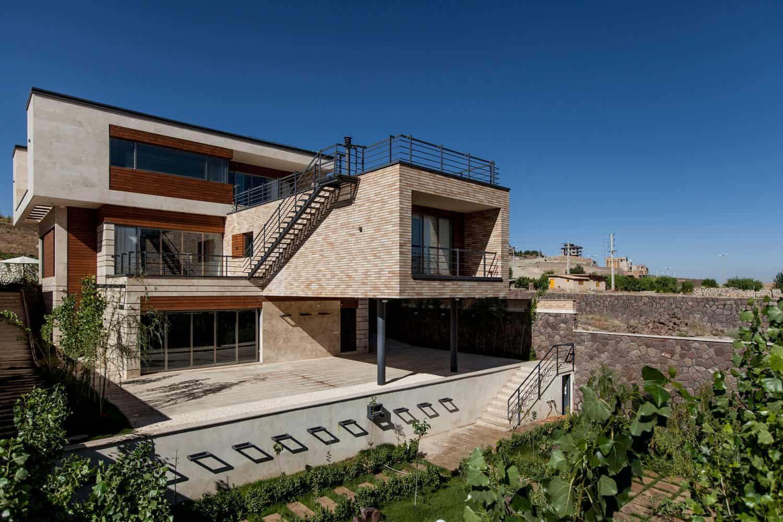 White Cube Atelier Designs a Spacious Home in Damavand, Iran