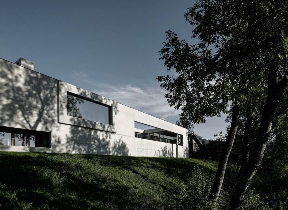Concrete House by Marte.Marte Architects (5)
