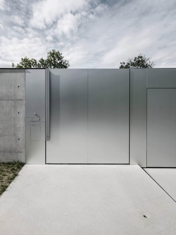 Concrete House by Marte.Marte Architects (11)
