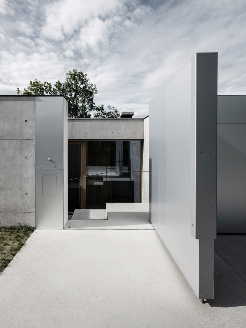 Concrete House by Marte.Marte Architects (12)