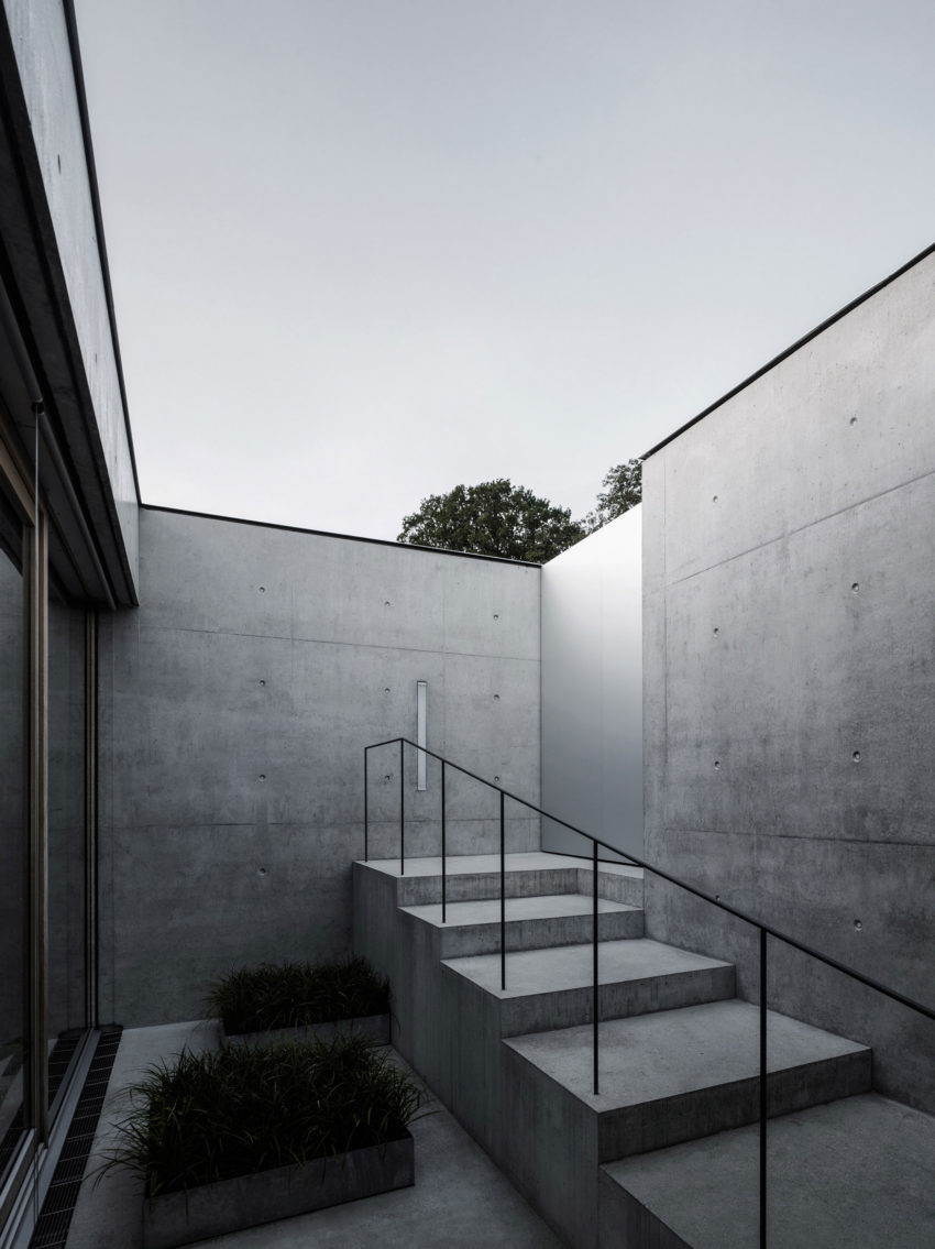 Concrete House by Marte.Marte Architects (15)