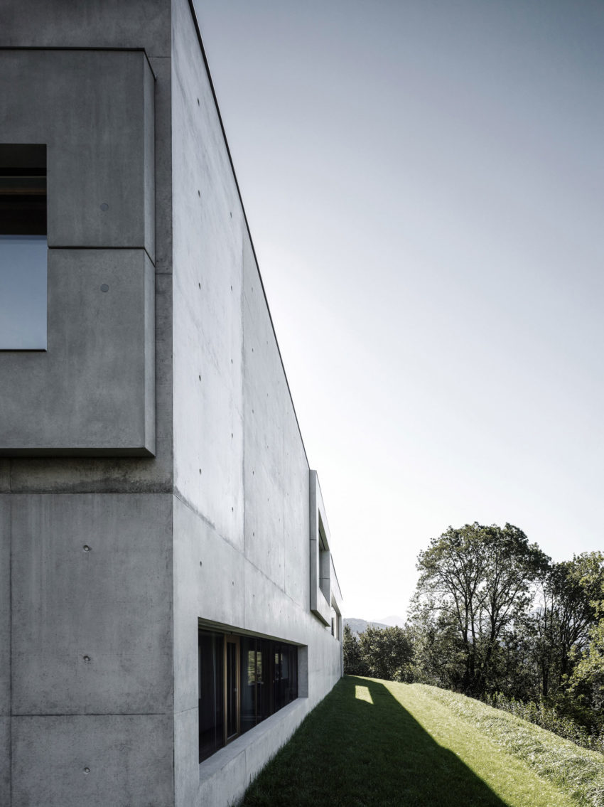 Concrete House by Marte.Marte Architects (18)