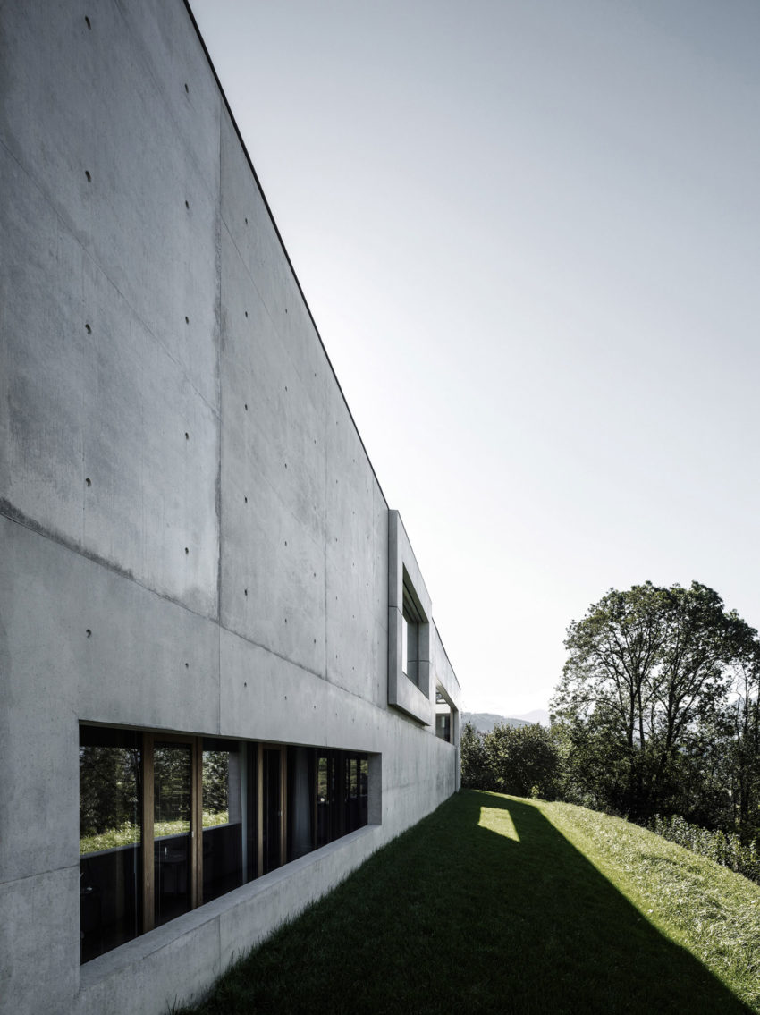 Concrete House by Marte.Marte Architects (20)