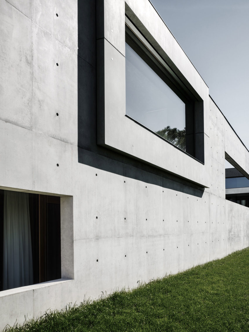 Concrete House by Marte.Marte Architects (21)