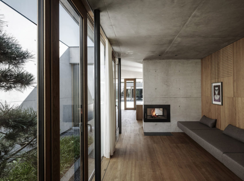 Concrete House by Marte.Marte Architects (29)