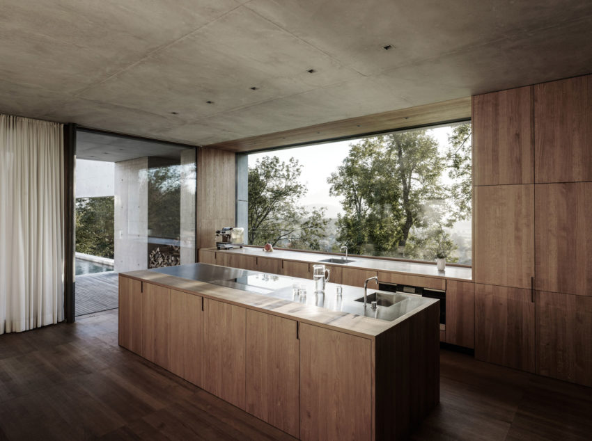Concrete House by Marte.Marte Architects (33)