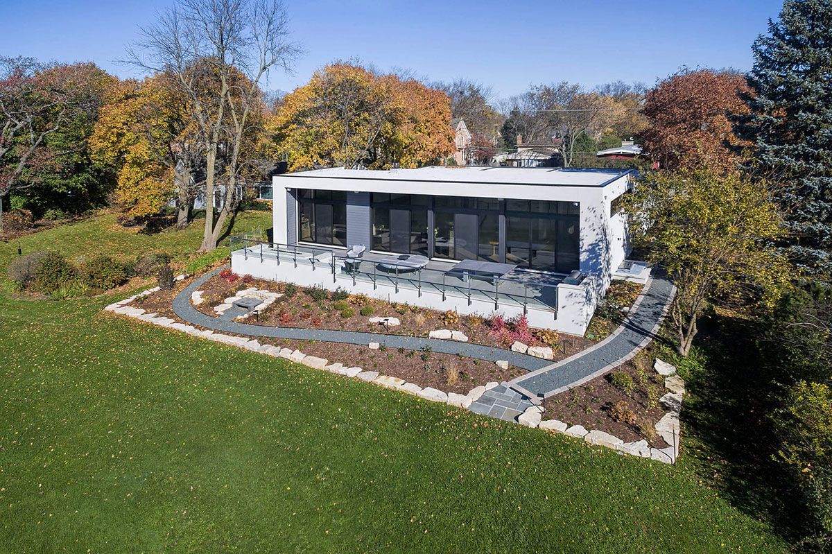 House Raugstad Designs A Sleek Contemporary Home In Highland Park Illinois