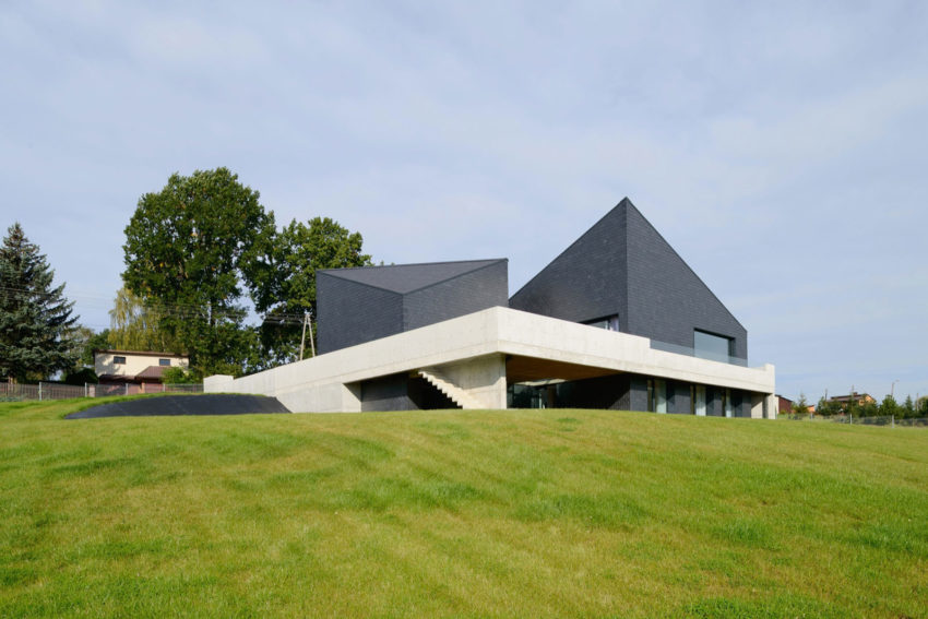 House in Krostoszowice by RS+ Robert Skitek (3)