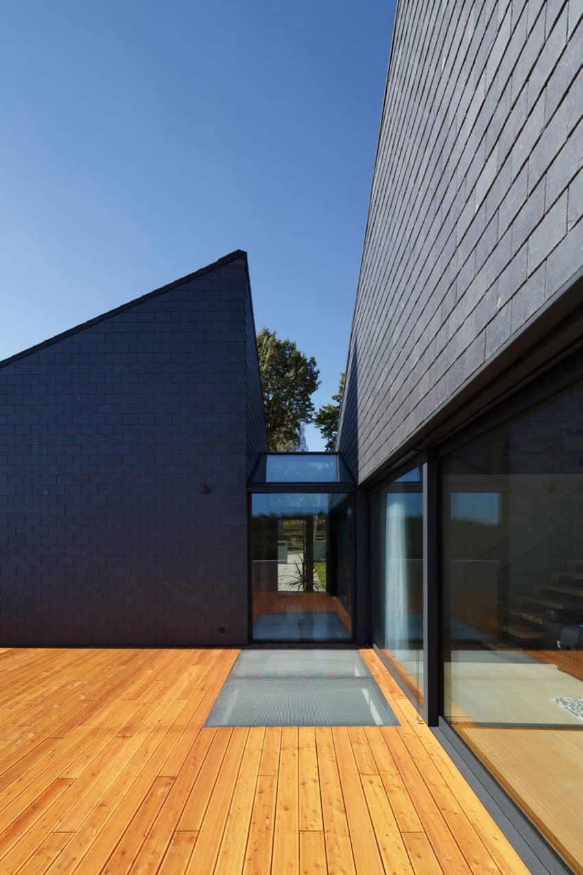 House in Krostoszowice by RS+ Robert Skitek (9)