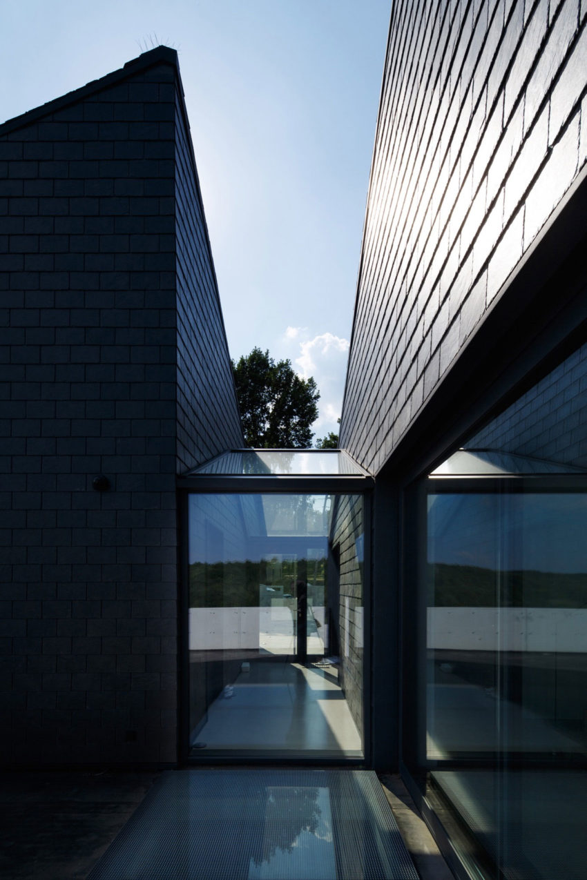 House in Krostoszowice by RS+ Robert Skitek (10)