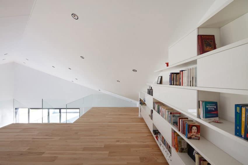 House in Krostoszowice by RS+ Robert Skitek (22)