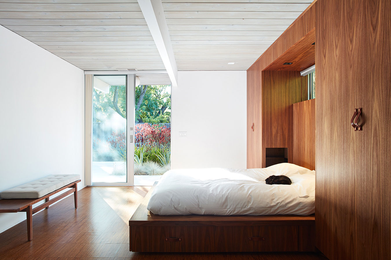 Mountain View Double Gable Eichler by Klopf Architecture (14)
