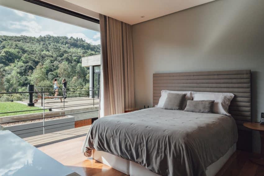 Pereira Narvaes House by SUCRA Arquitetura + Design (35)
