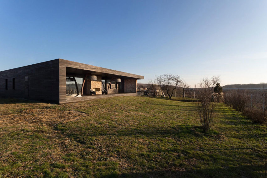 Sbm Studio Designs A Peaceful Home For The Weekends In Kharkov Oblast Ukraine