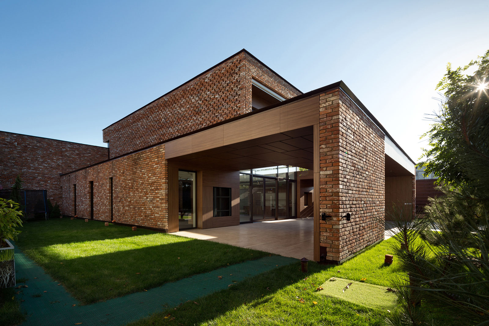Drozdov partners build a private home out of recycled bricks for Brick home construction