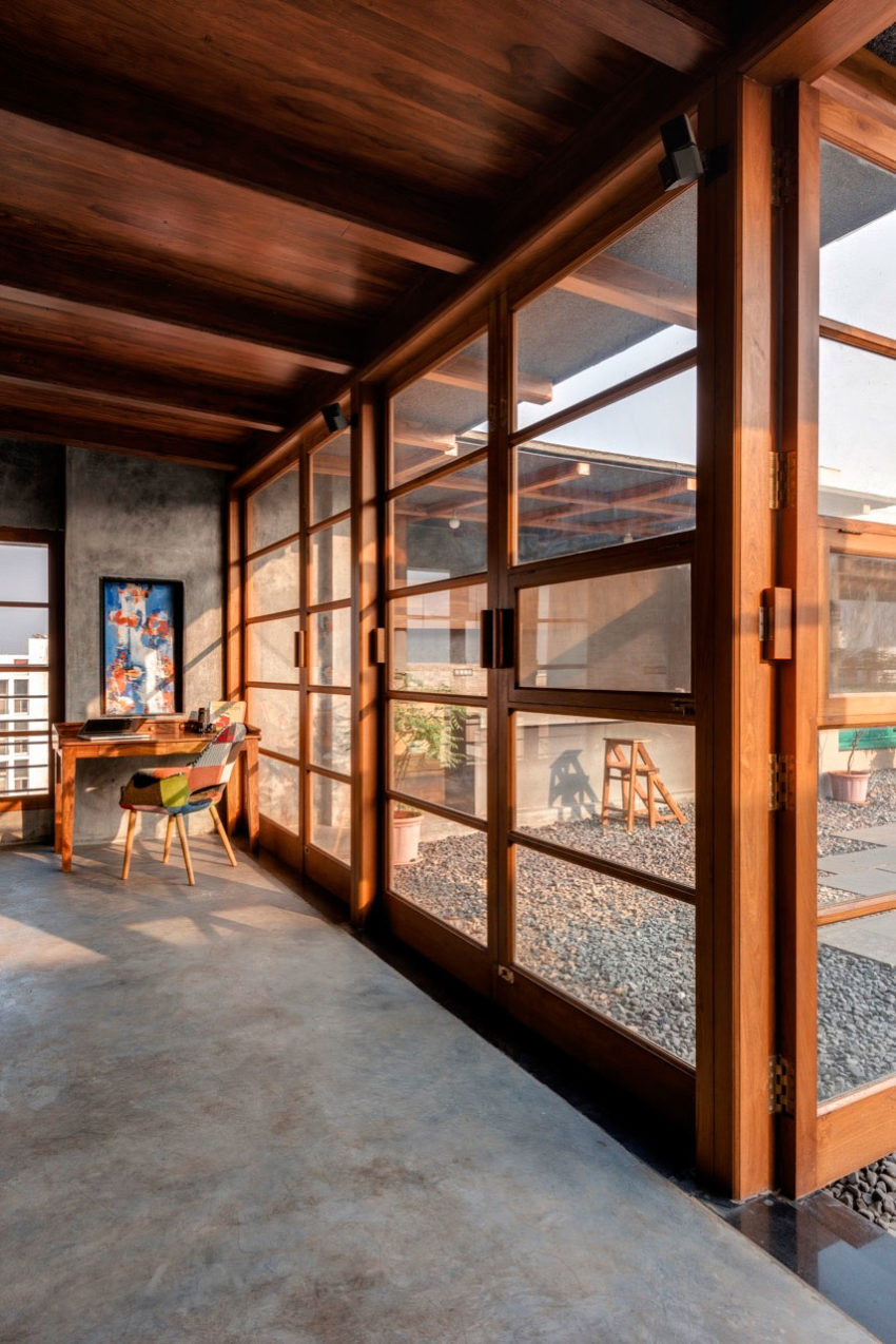 Studio Course Designs A Welcoming Veranda On A Roof In