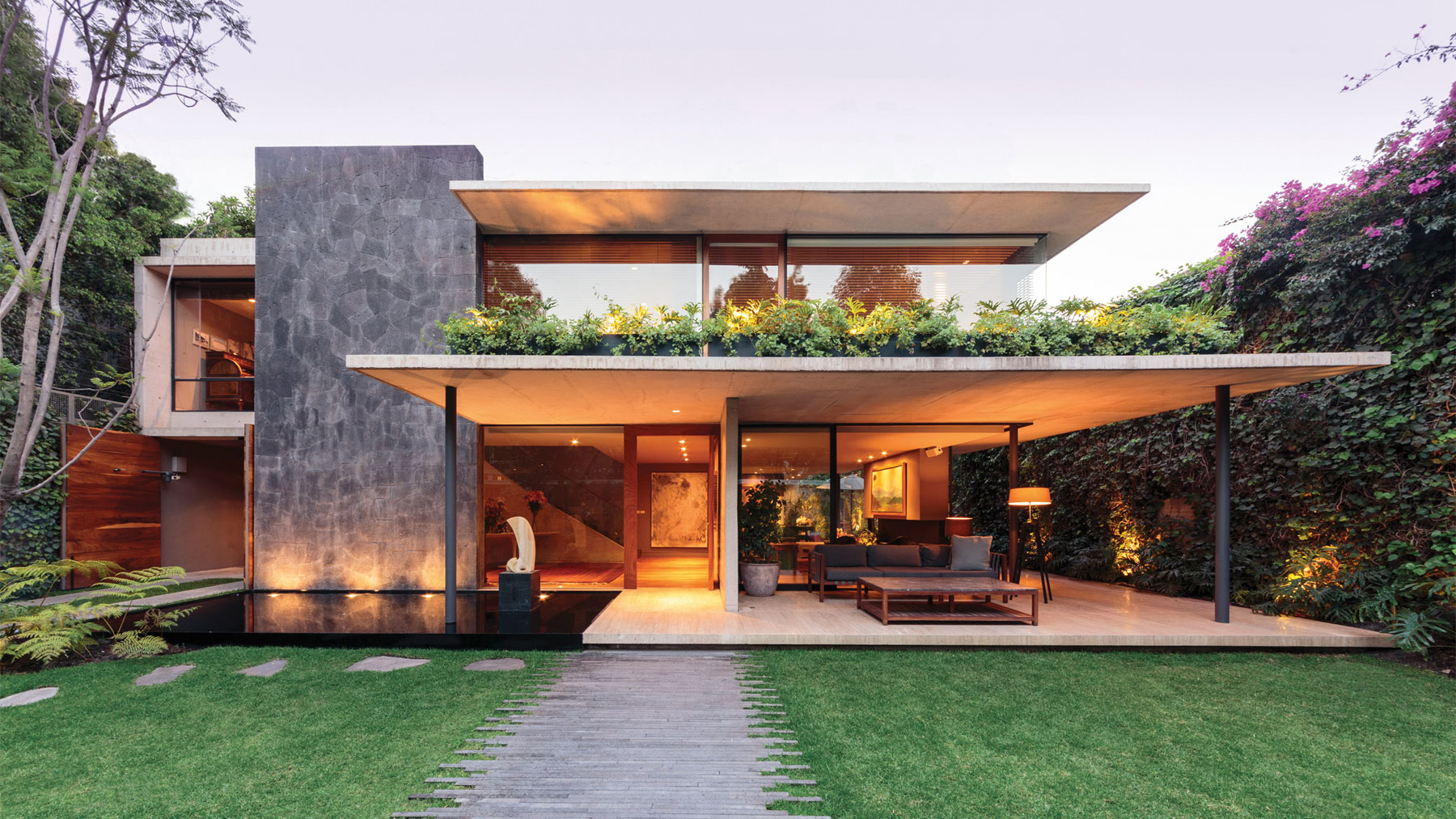 A contemporary home in the mexico city neighborhood of for Design casa moderna