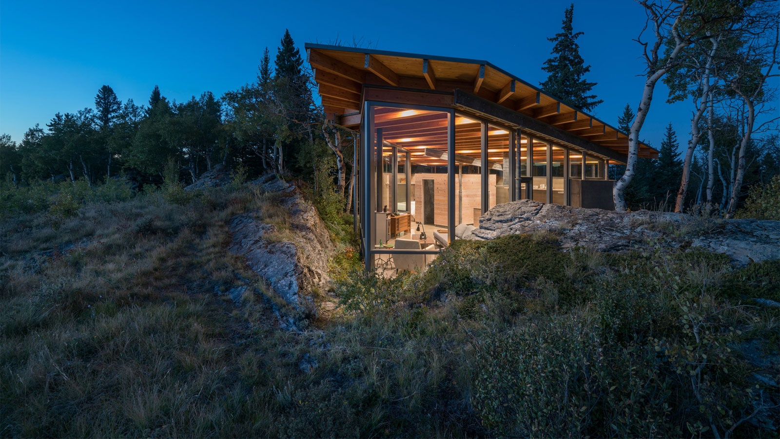 Cutler Anderson Architects Tucks Canadian Home Between