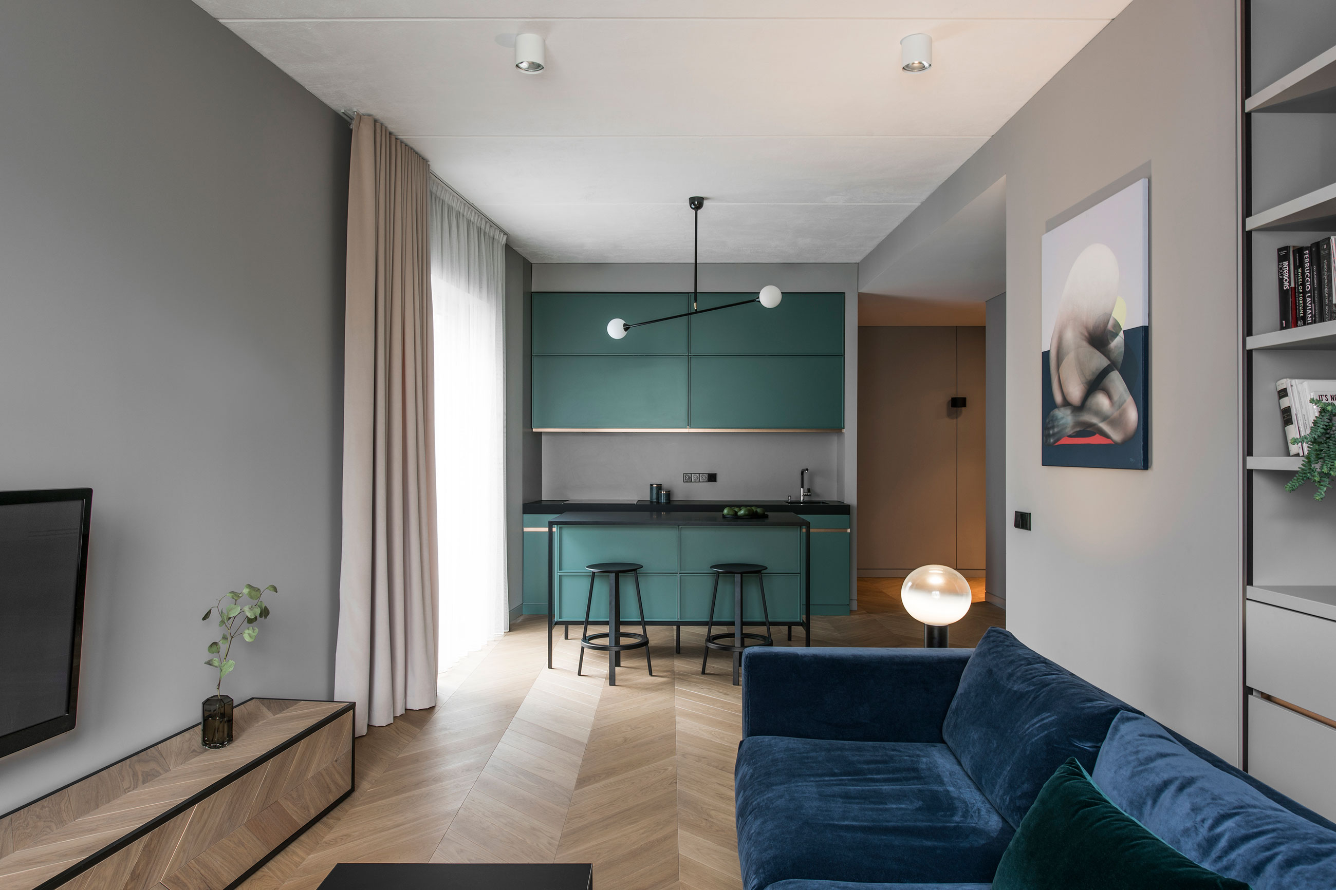 Akta interior design firm designs an elegant apartment in for Interior decorating firms