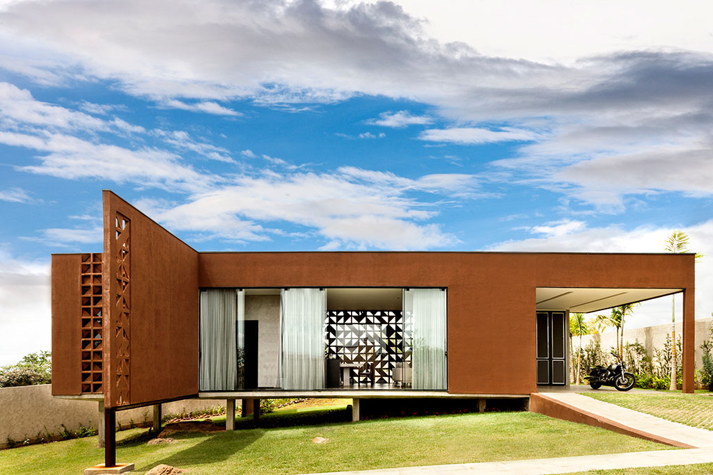 1:1 Arquitetura Design Creates a Contemporary Home with Strong Character in Brasilia, Brazil