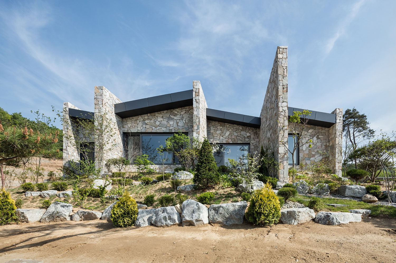 OBBA Designs a Holiday Bungalow in Rural Seoul