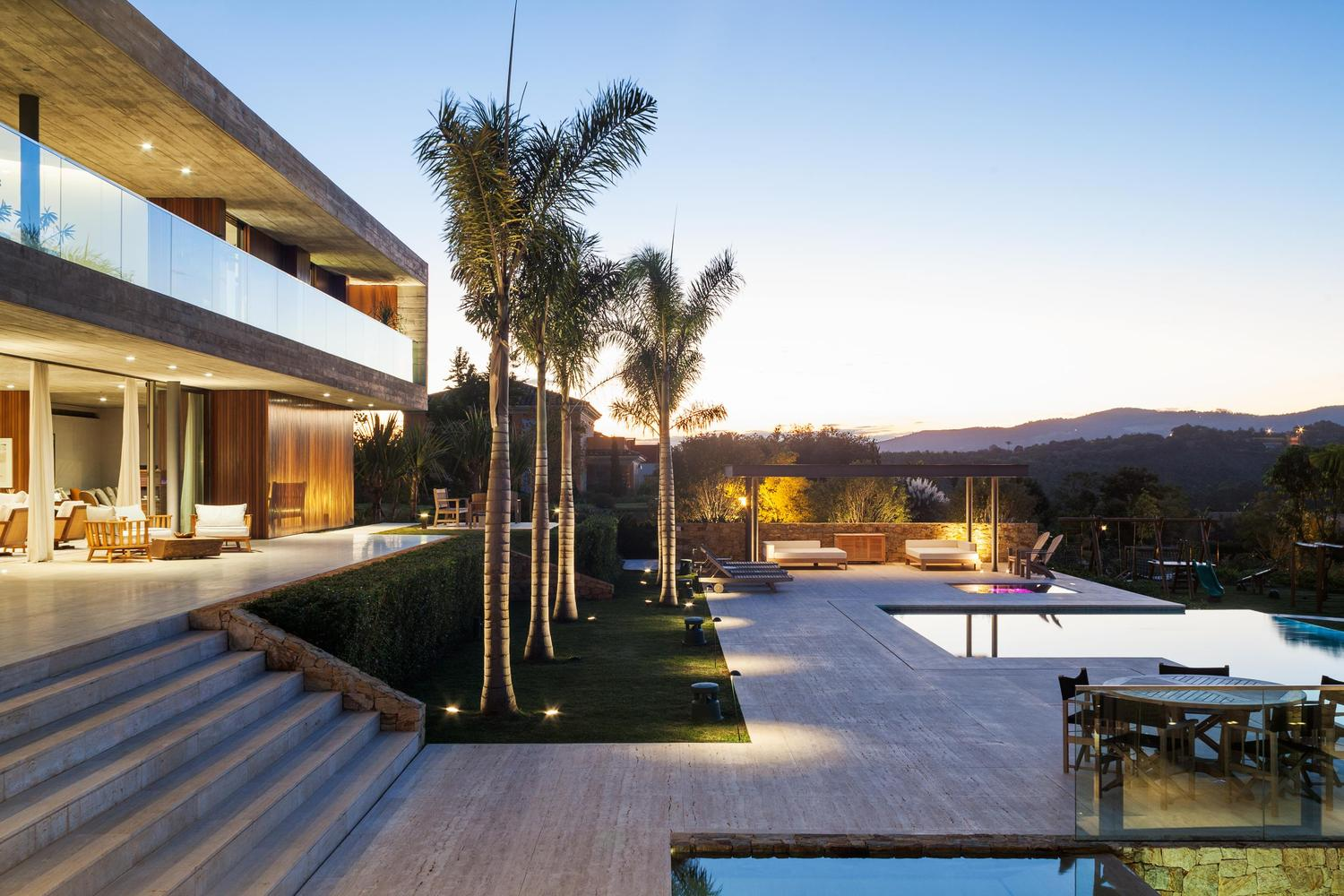 House with wonderful outdoor spaces in Brazil, designed by Reinach Mendonça Arquitetos Associados