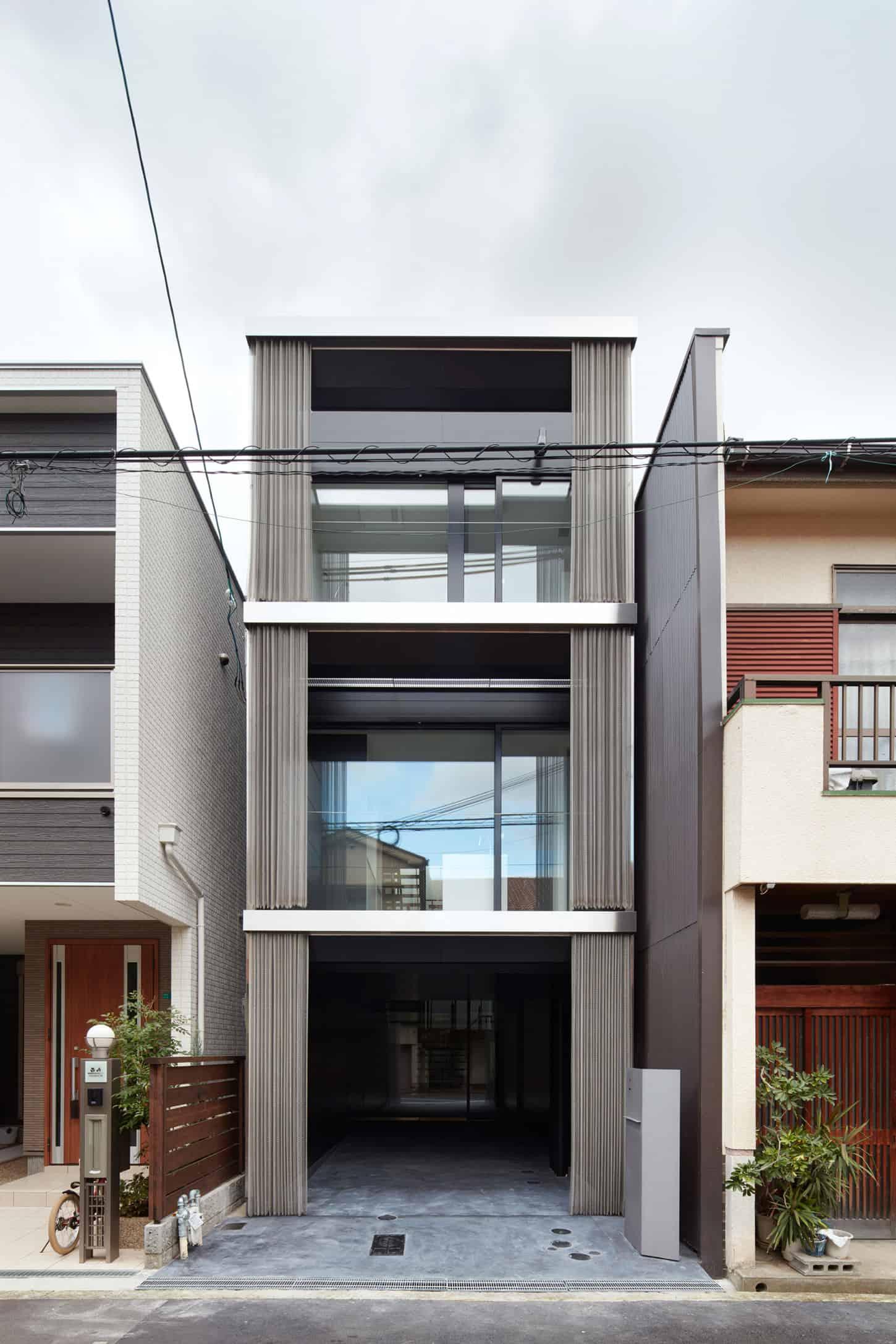 An Ingenious Vertical Home Honshu, Osaka, Japan