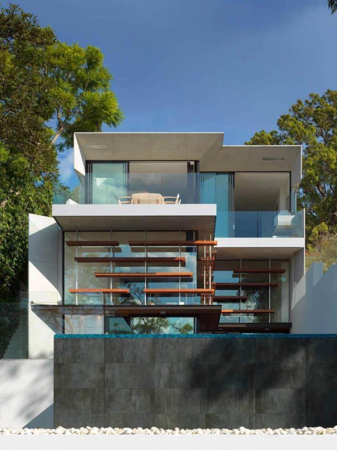 Simplistic Modern House with Grandiose Backyard in Sydney