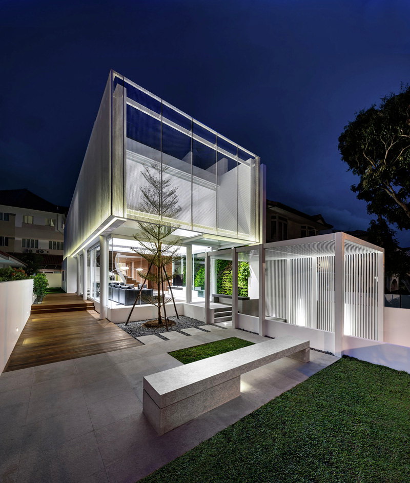 A-House-Designed-As-A-Floating-Box-09