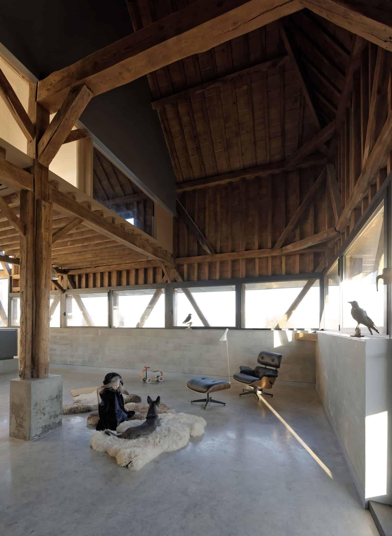 Antonin-Ziegler-covers-abandoned-barn-in-zinc-plates-04