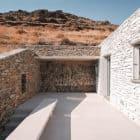 Comets-Architects-Rock-Split-House-Greece-02