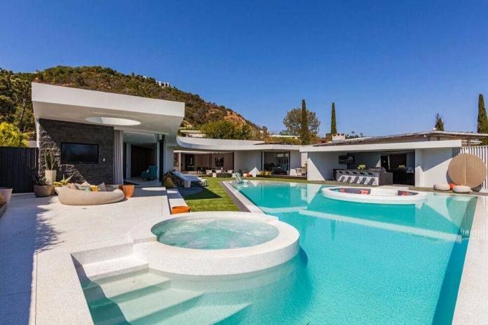 Luxurious-Midcentury-Los-Angeles-Residence-03