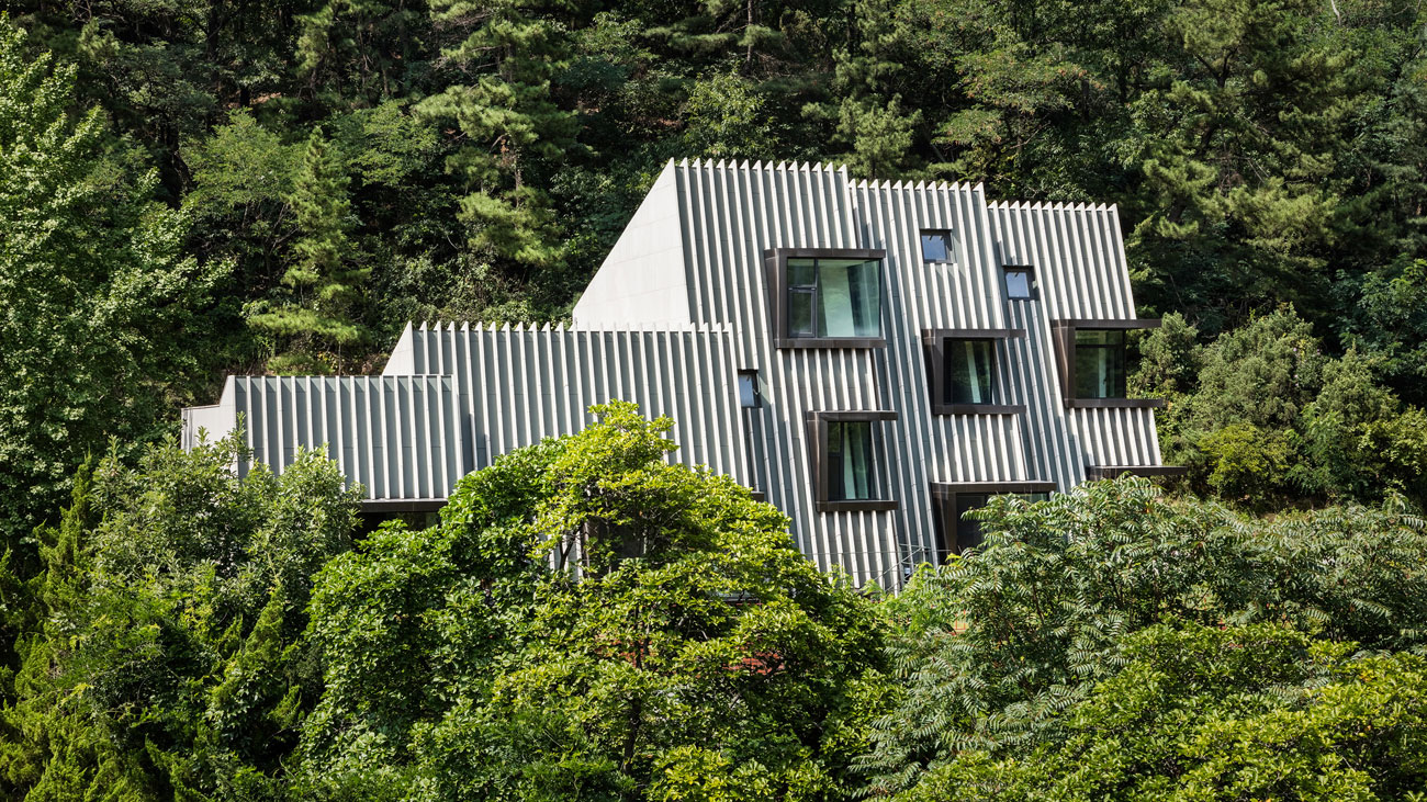A unique mountainside home in seoul south korea - Mansions in south korea ...