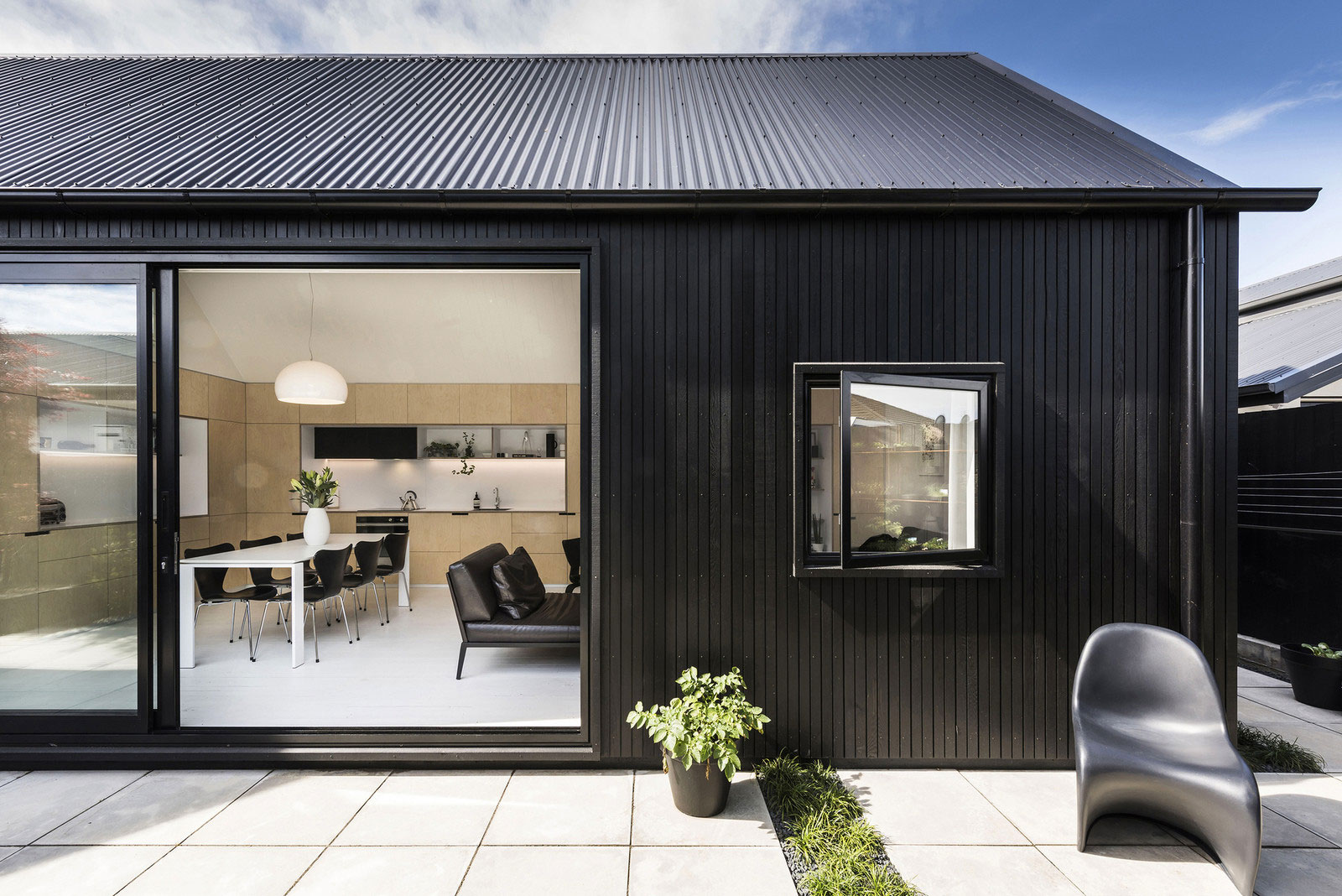 Small house in new zealand designed by colab arquitectura for Christchurch architecture firms