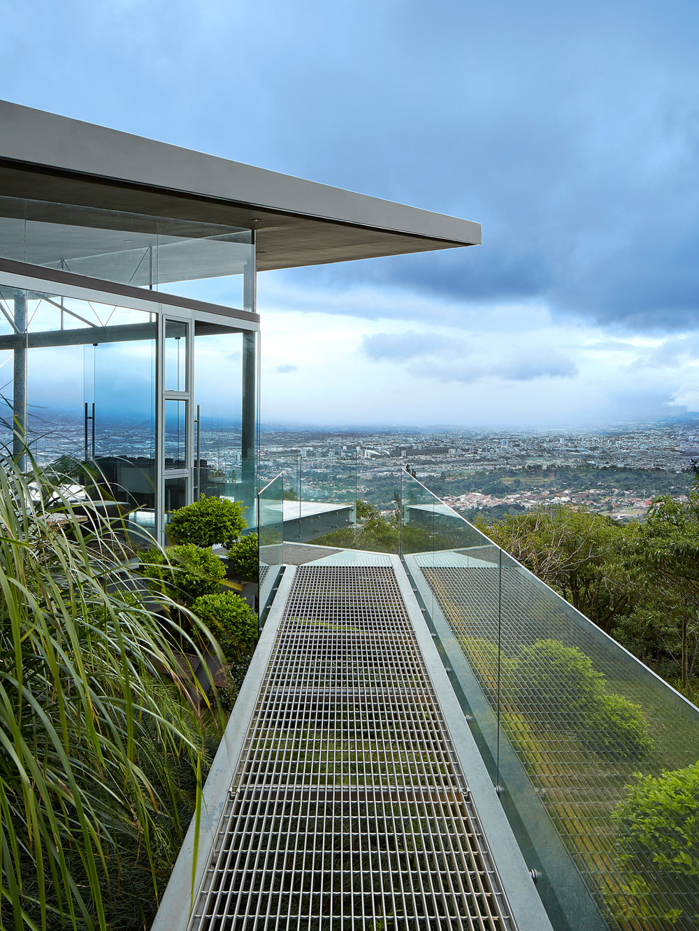 Steel-and-glass-Costa-Rican-home-02