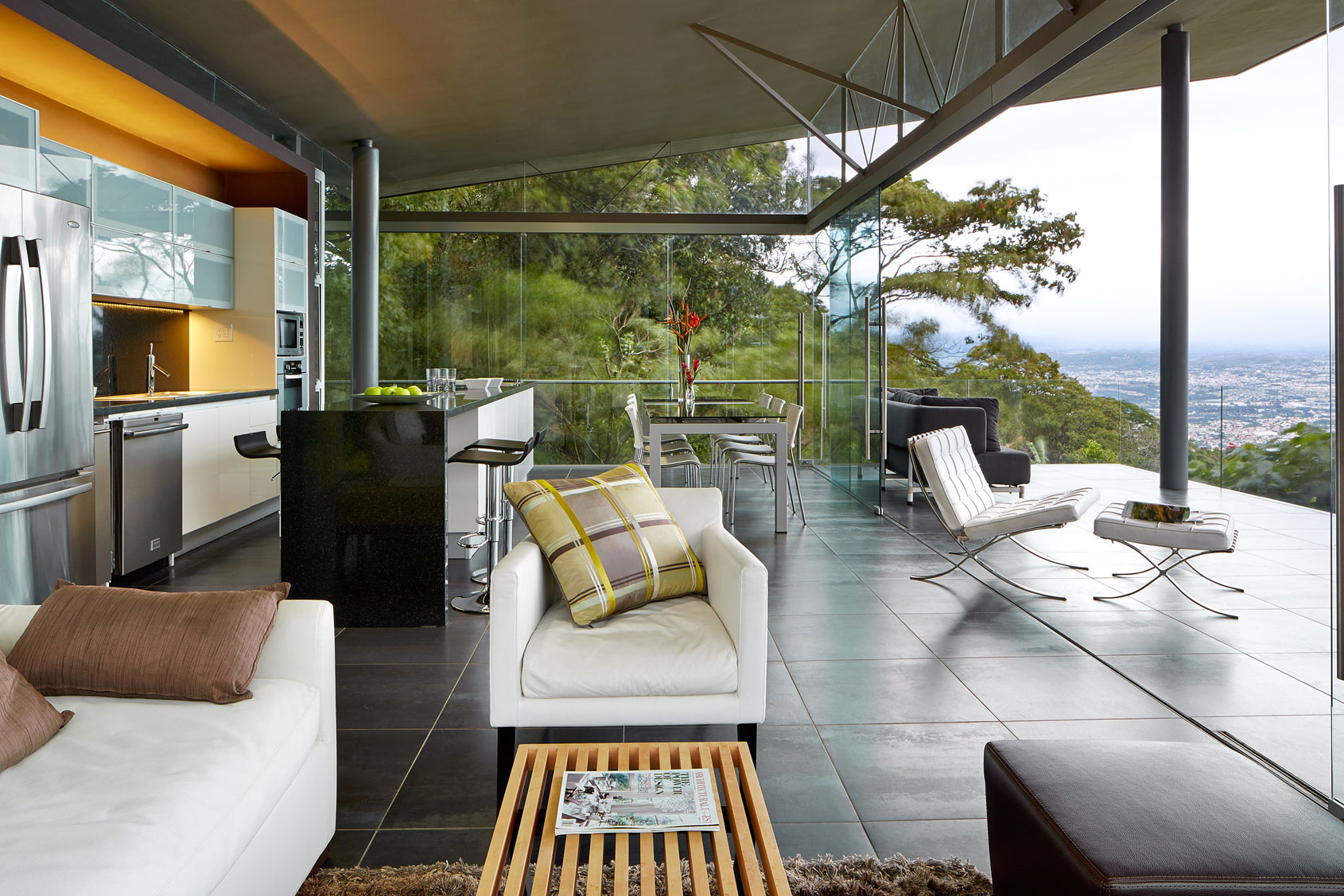 Steel-and-glass-Costa-Rican-home-03