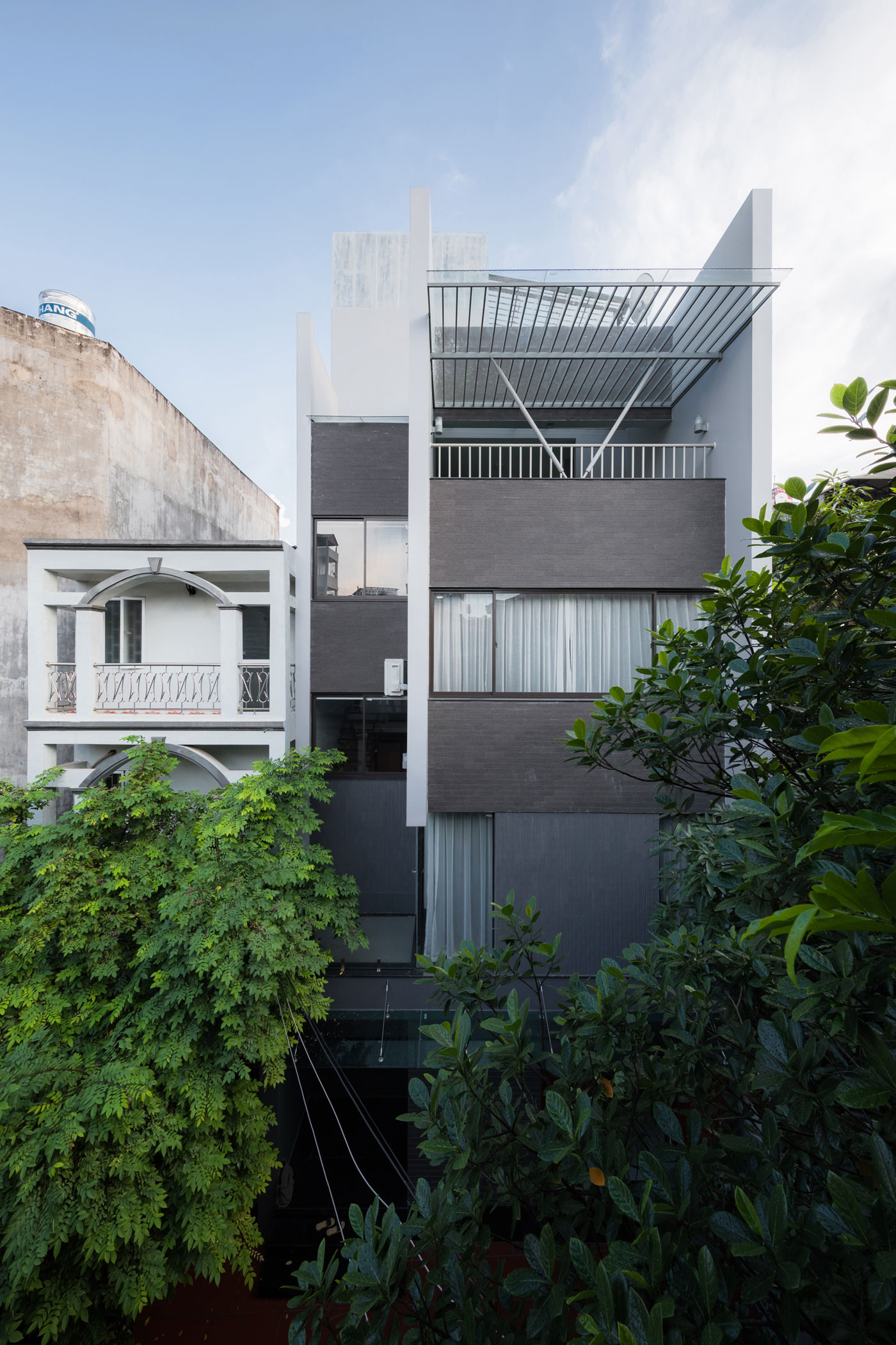 Residence in Hanoi, Vietnam by Le Studio Architects