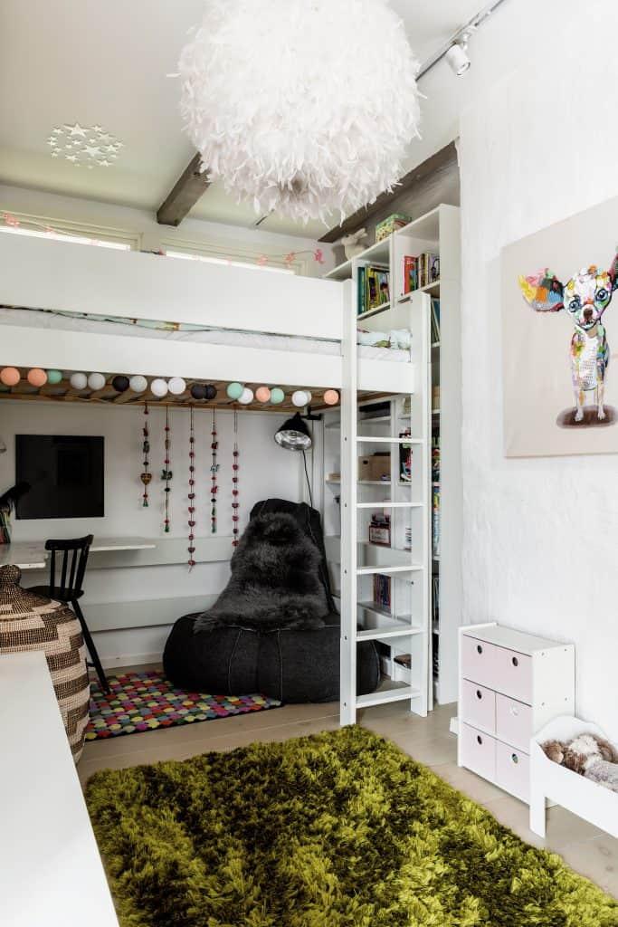 A cozy scandinavian attic in stockholm sweden - Deco balcon appartement ...