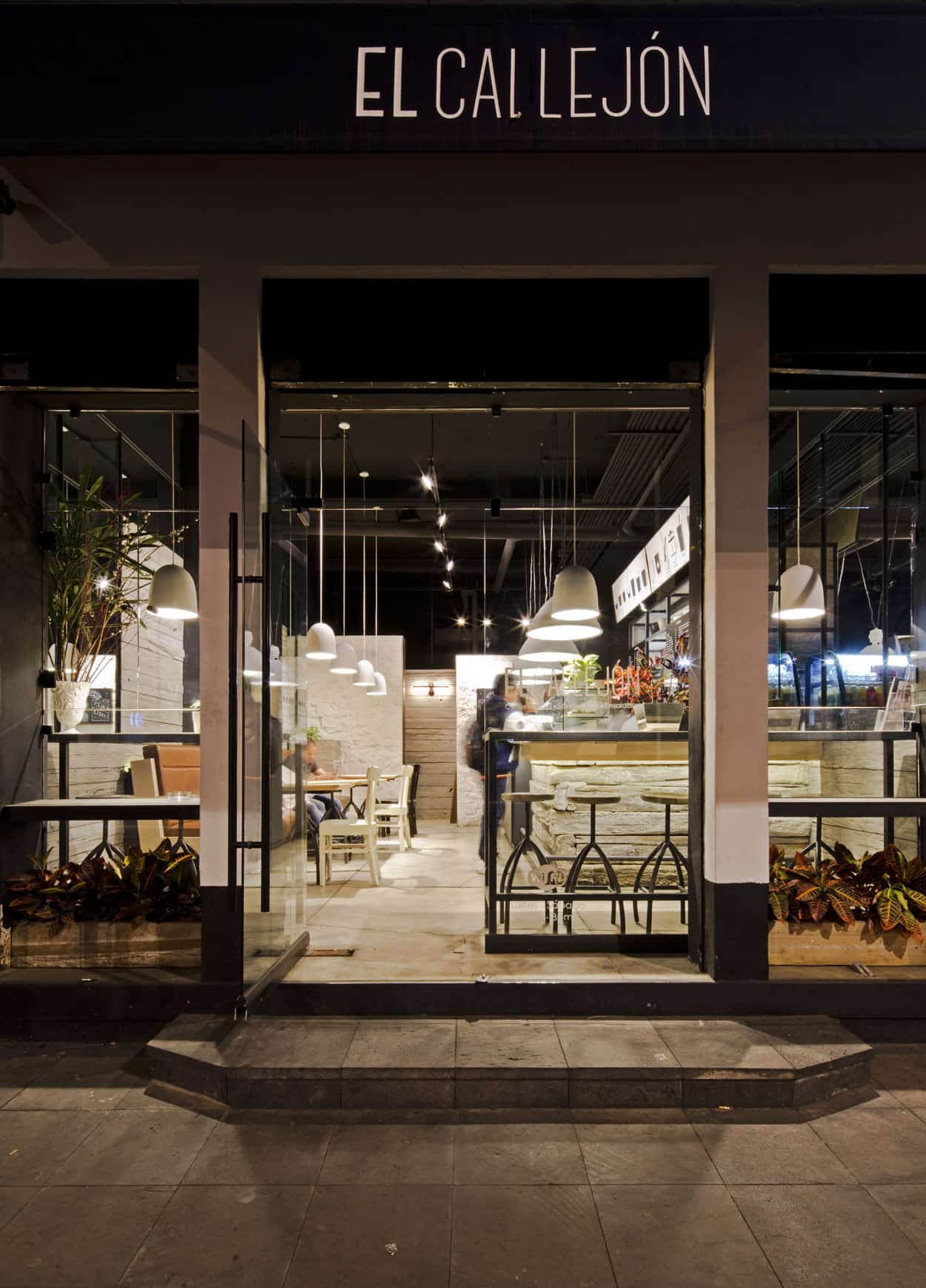 Small Café Located in Mexico City Designed By Boué Arquitectos