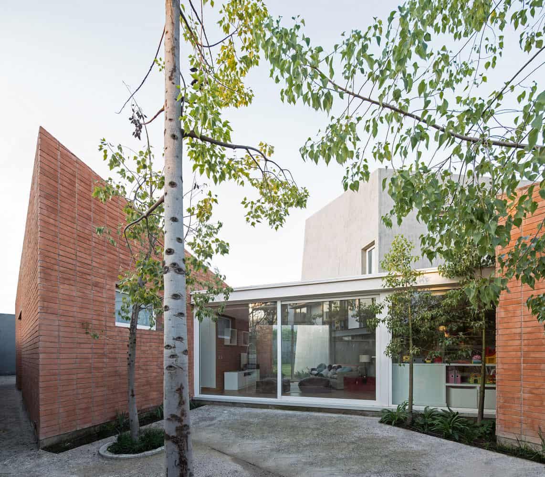House-between-Courtyards-03