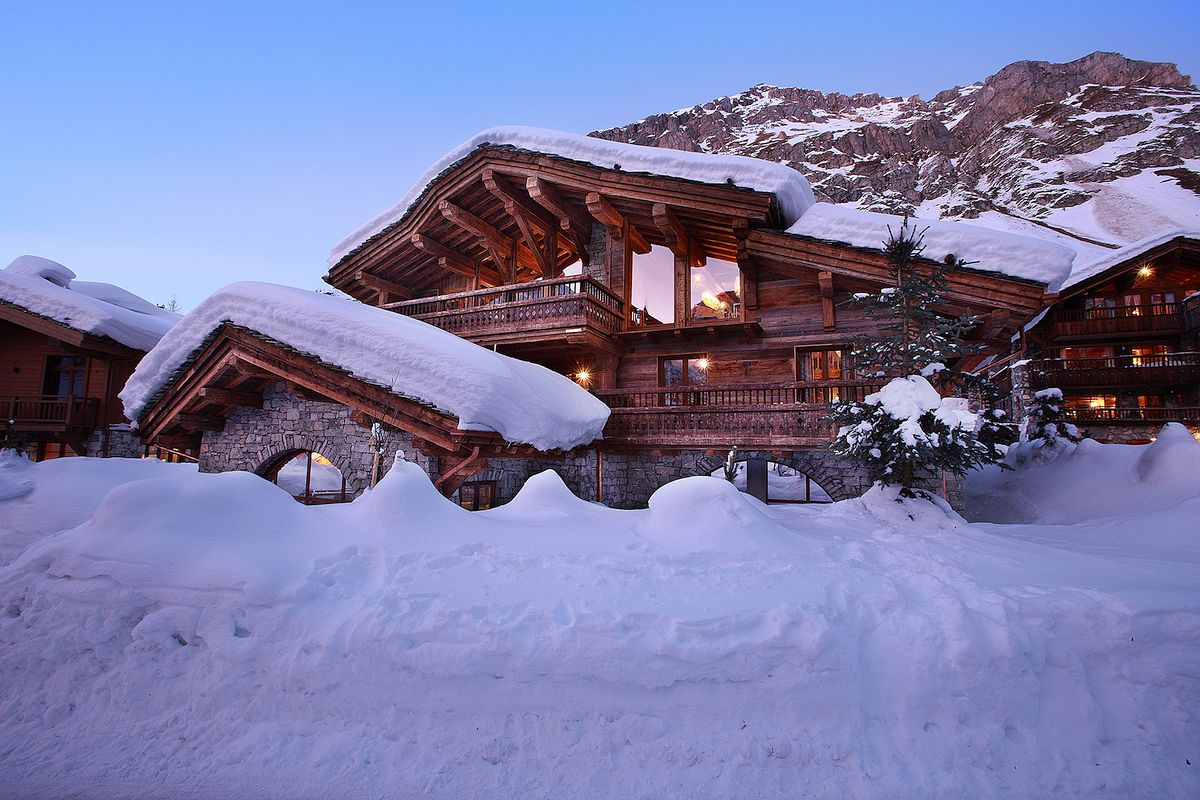 Chalet with Luxurious and Galmorous Atmosphere in France