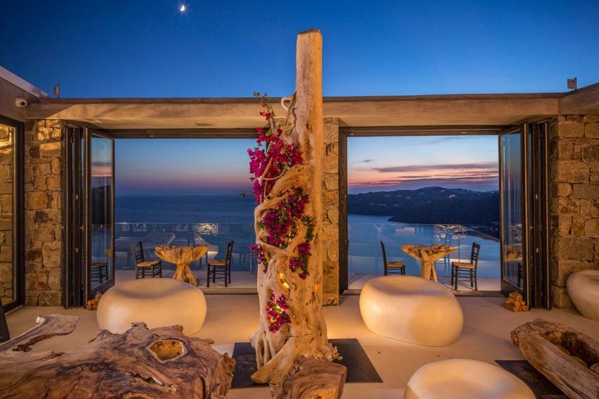 Villas with wonderful views of the sea in mykonos for Top design hotels mykonos